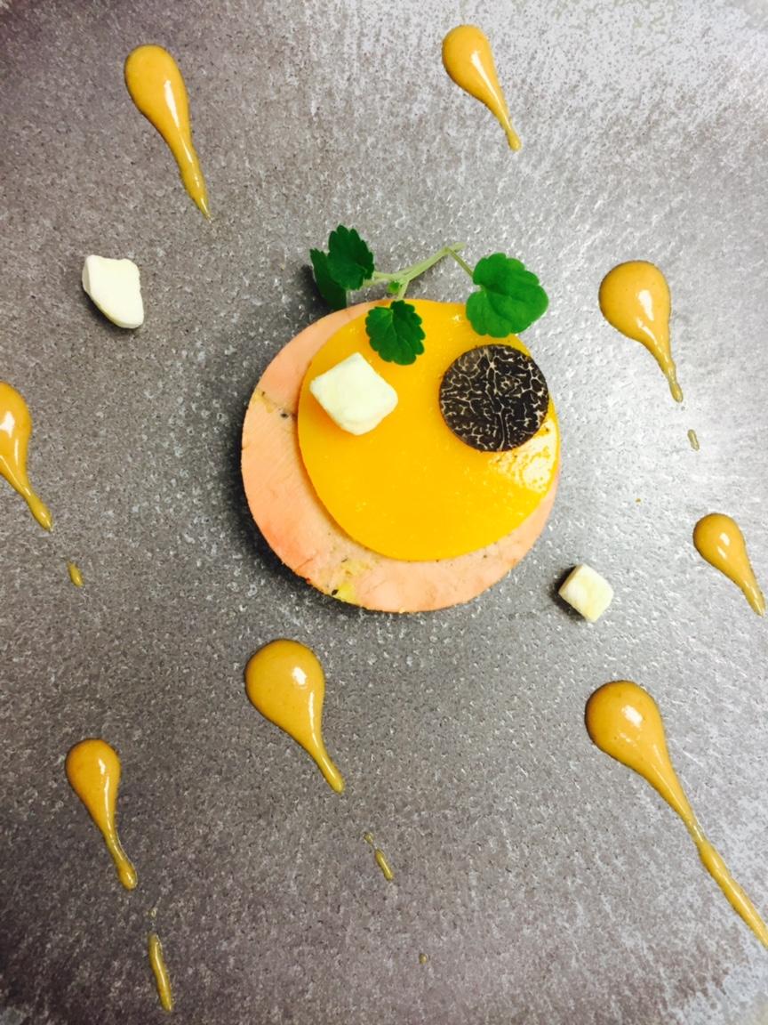 2. Foie gras de Vendée en terrine, gelée de mangue et vinaigrette aux épices de Cupidon
