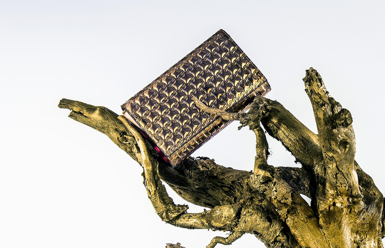 Pochette en métal or CHRISTIAN LOUBOUTIN Paloma Pochette Cuir de veau finition specchio avec motif CL shoes Capuccino