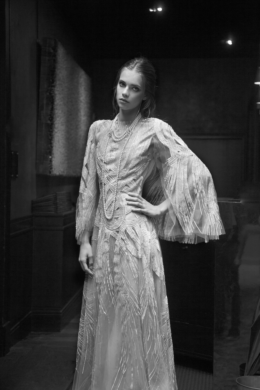 Robe couture : ANTONIO GRIMALDI Collier de perles et diamants : MIKIMOTTO